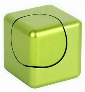 Спиннер пластиковый кубик. новый.