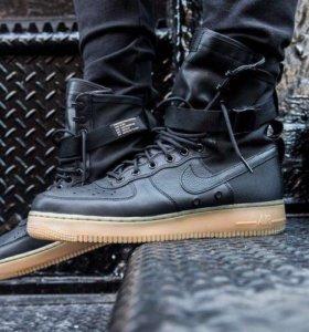 Nike Air Force SF 1