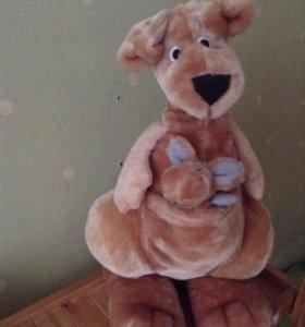Мягкая игрушка кенгуру с детенышем в кармане
