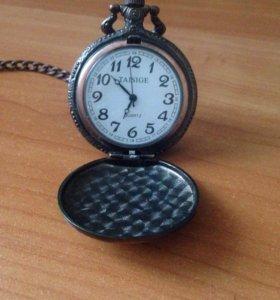 Часы на цепочке.