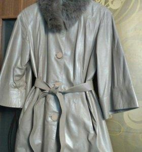 Куртка кожаная со съёмным меховым воротником