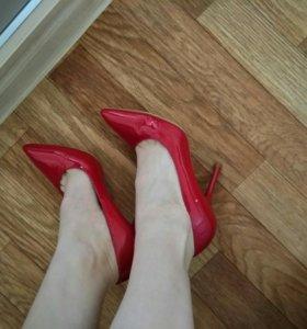 Кожаные красные туфли-лодочки