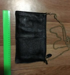 Чёрная сумочка на цепочке