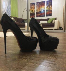 Туфли новые, натуральный лак