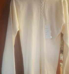 Новый белый свитер.