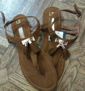 сандалии новые