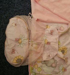 Набор в кроватку:бортики балдахин ,постельное.