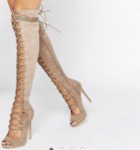 Бежевые сапоги на шнуровке