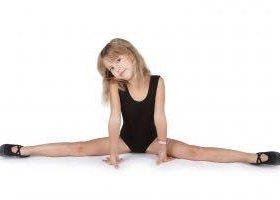 Занятие ритмикой, развитие гибкости у детишек