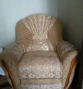 Отличное кресло с выдвижним ящиком