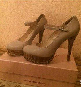 Шикарные бежевые кожаные новые туфли