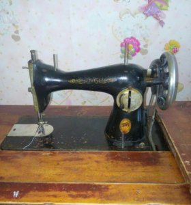 Швейная машинка ножная (ПМЗ)
