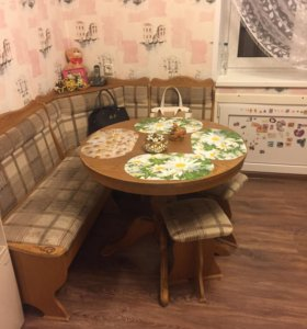 Стол кухонный уголок и табуреты
