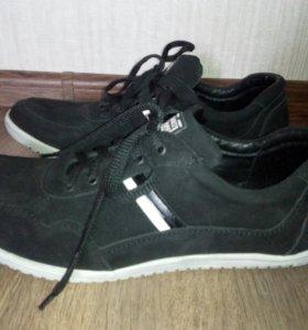 Новые замшевые кроссовки