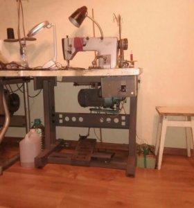 Швейная машина для кожи со столом