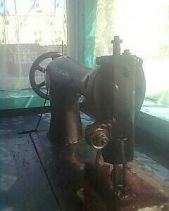 Швейная ножная старинная машинка SINGER в хорошем