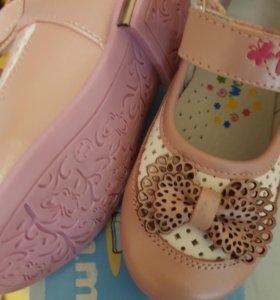 Продам туфельки для девочки. Новые