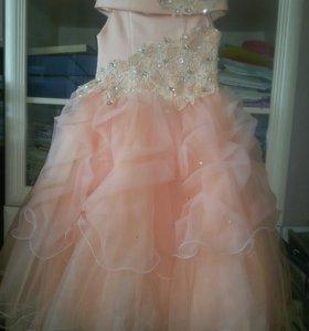 Нарядное платье р.134-140