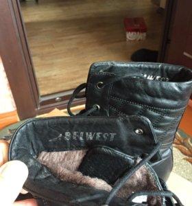 Зимние ботинки.