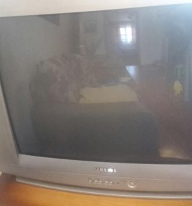 Телевизор, диагональ 70 см