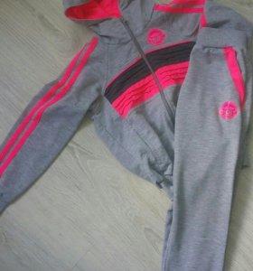 Спортивнвный костюм для девочки