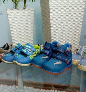 Обувь. Все размеры подписаны ниже.