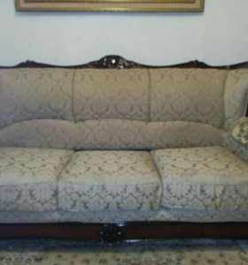 Холл, диван и два кресла