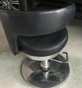 Продаются парикмахерские кресла