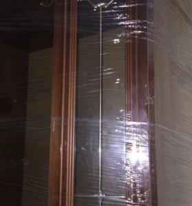 Стенка с витринами