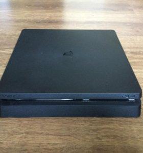 Продам  PS4 в отличном состоянии
