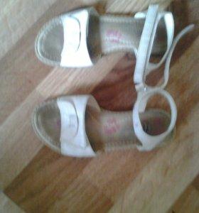 Чешки и сандали