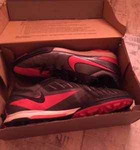 Футбольные бутсы Nike t90