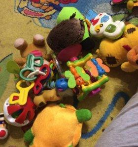 Продам игрушки для новорождённых