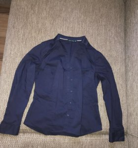 Женские брюки и две рубашки