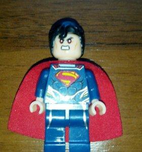 Мини-фигурка лего супермена