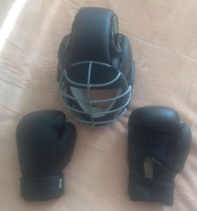 Шлем для каратэ ,перчатки.