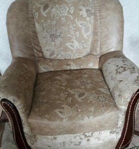 Диван и кресло.Диван раскладывается