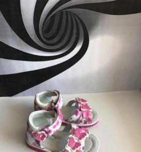 Новые детские сандалии (босоножки)