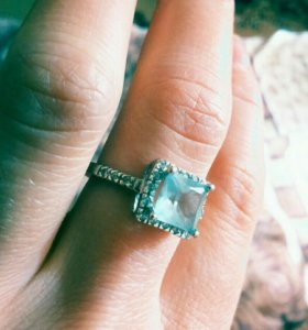 Серебряные серьги и кольцо с топазом
