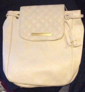 Белый маленький рюкзак