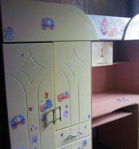 Детская спальня-стол