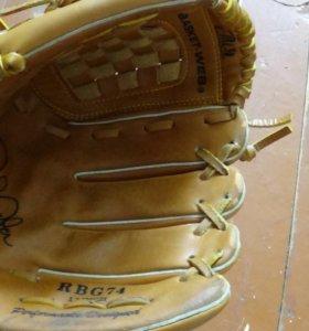 Бейсбольная перчатка