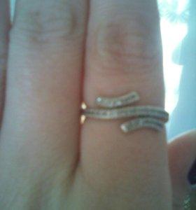 Кольцо серебряное, три строчки мелких фианитов