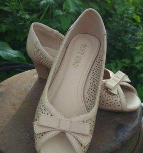 Туфли летние, женские.