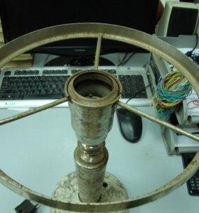 Старая лампа на мраморе