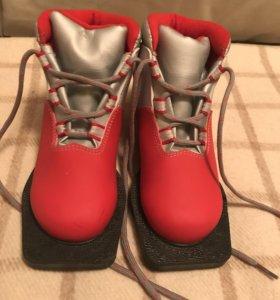 Лыжные ботинки. Размер 30.