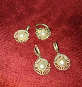 Серебро комплект жемчуг,(серьги, кольцо и кулон).
