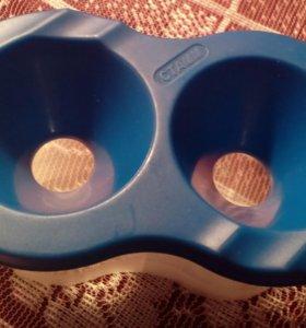 Краски(гуашь,акварель)+баночка для воды.