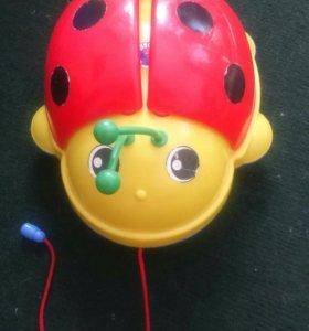 Игрушка на колёсиках