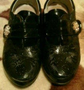Туфли лаковые р.30